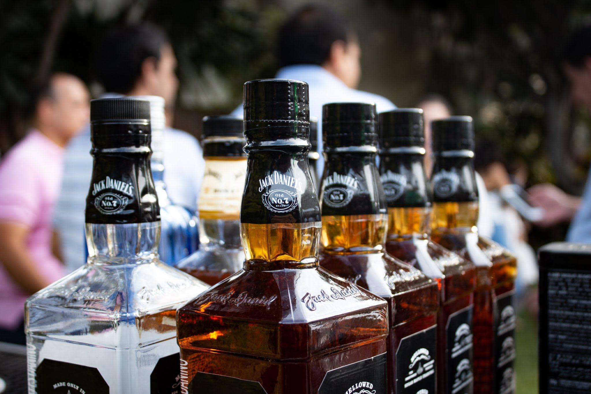 jack daniels, whisky, liquor bottles, people, liquor inventory scale, wisk