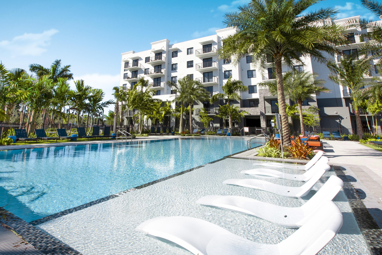 Swimming pool sanctuary Doral