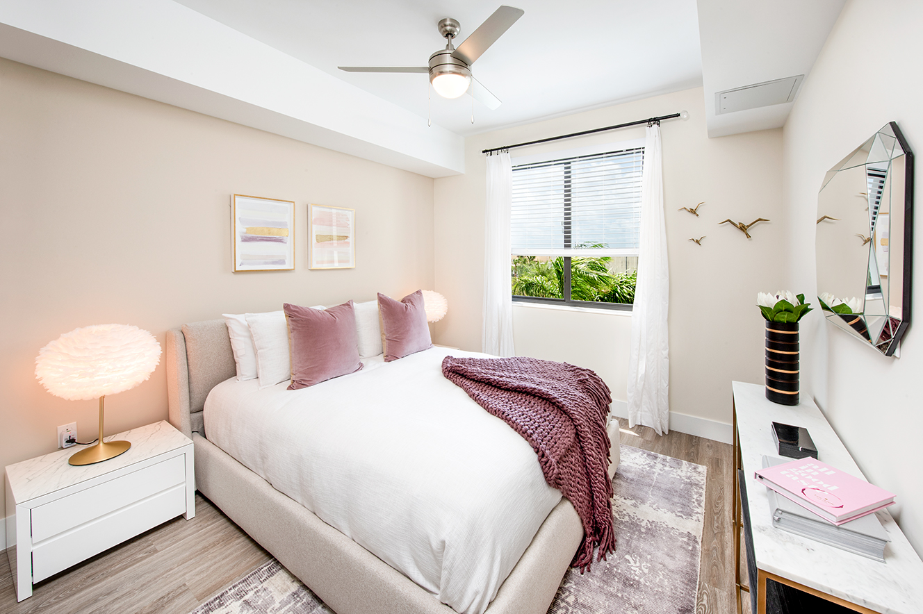 Large Bedroom with pink blanket and pillows