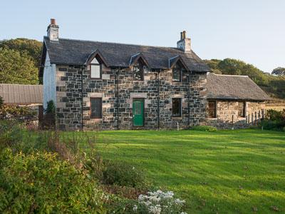 Killunaig self catering on Mull - 19th century farmhouse by shores of Loch Scridian