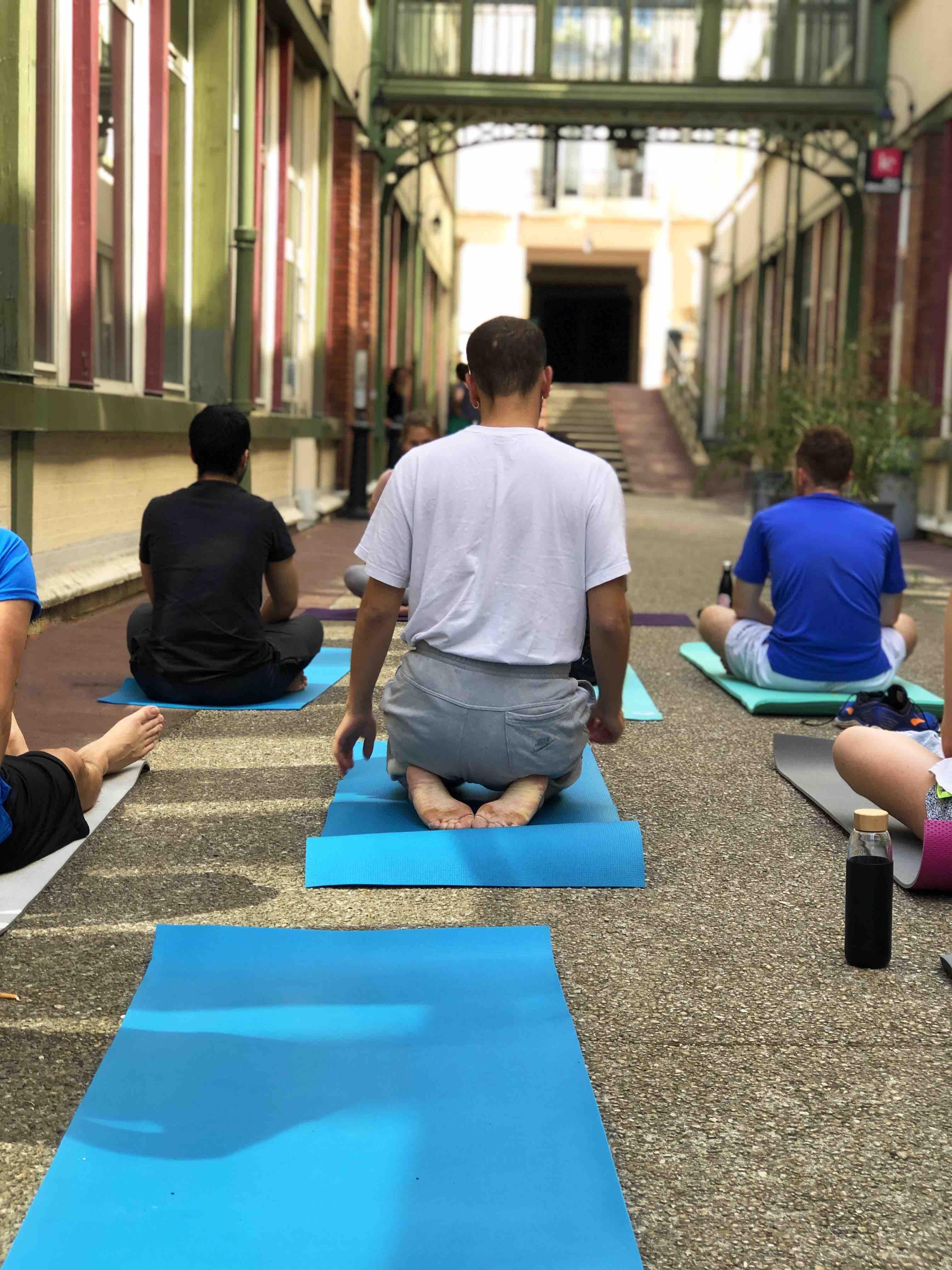 séance de yoga après les cours