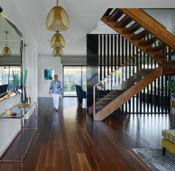 Menconi collabora con architetti e designer d'interni di tutta Italia
