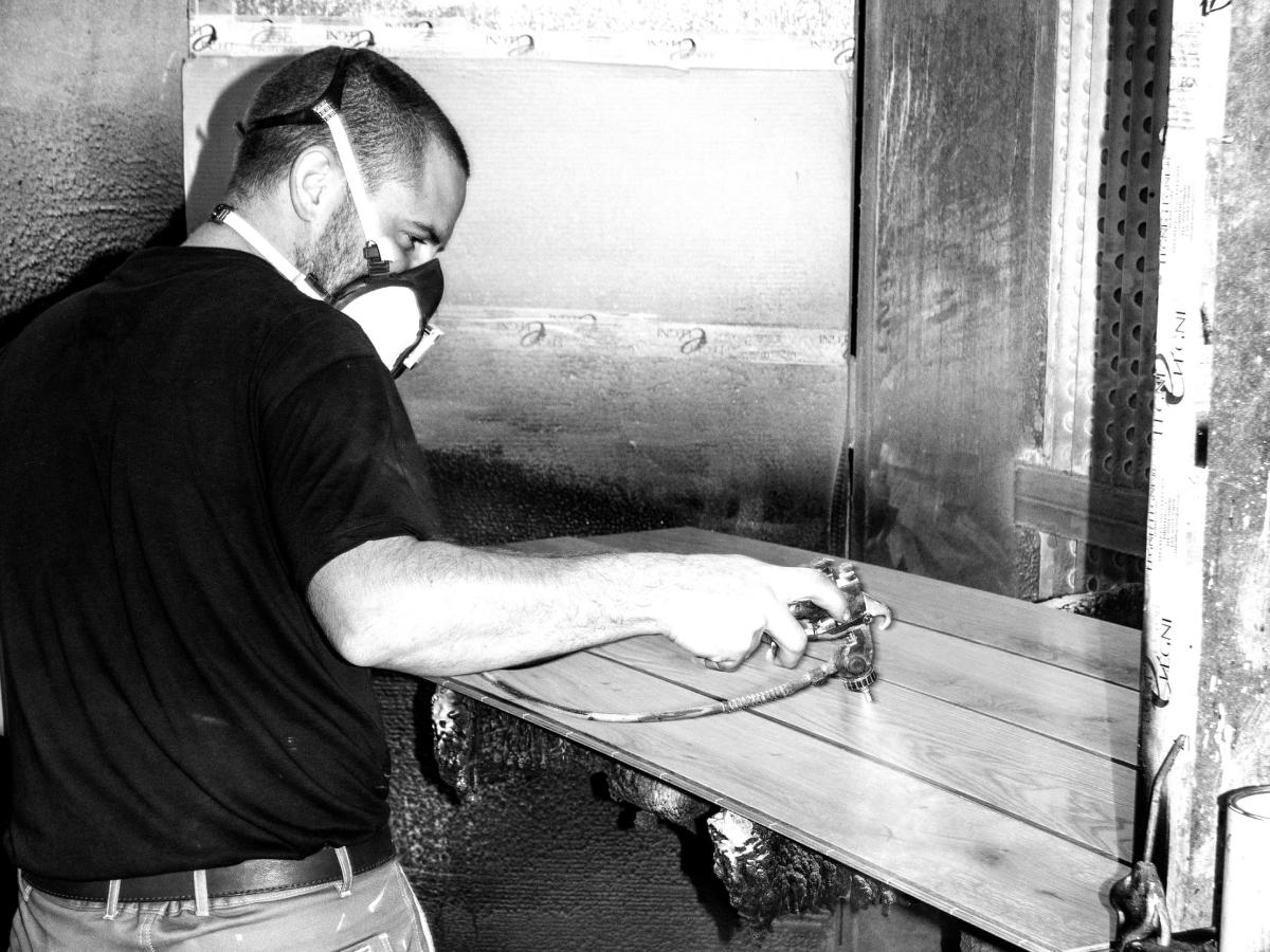 Artigiano Menconi - Lavora le tavole in legno