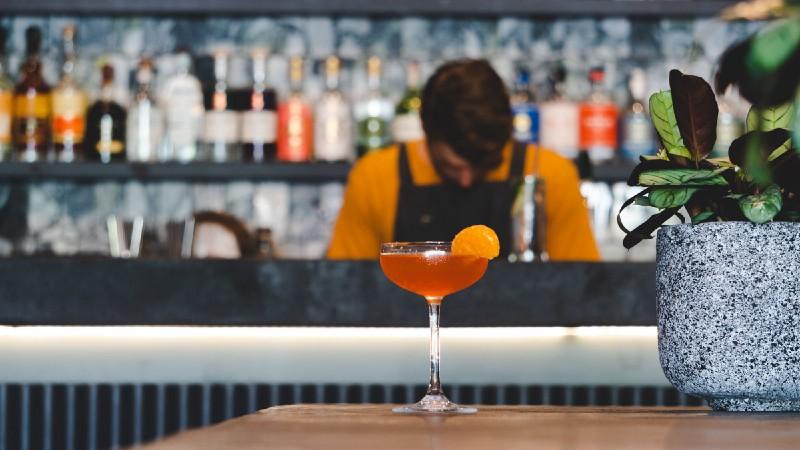 Service de boissons alcoolisées la nuit: quelles conditions?