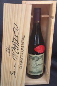 cv original fait avec une bouteille de vin