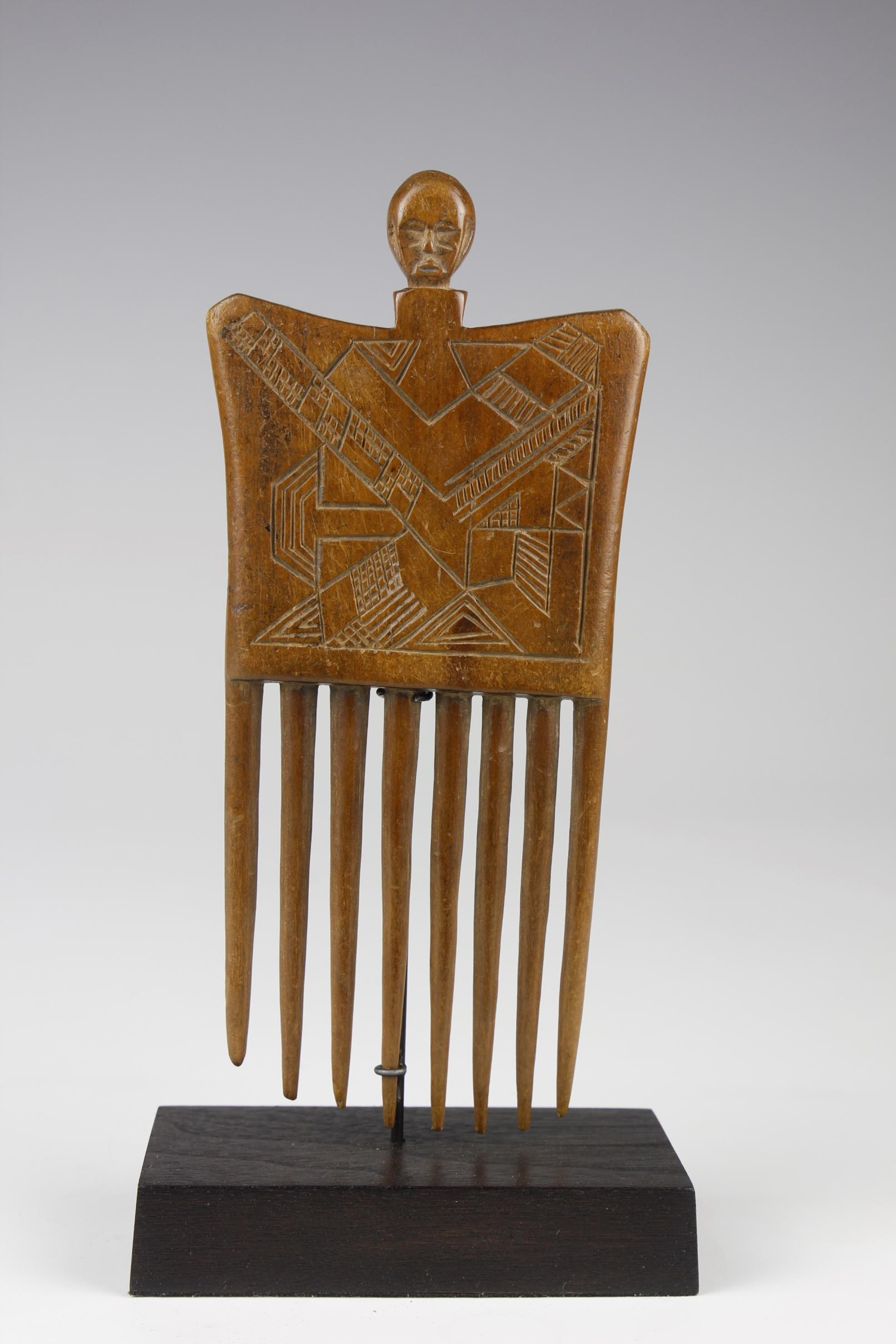 Figurative Comb (Duafe)