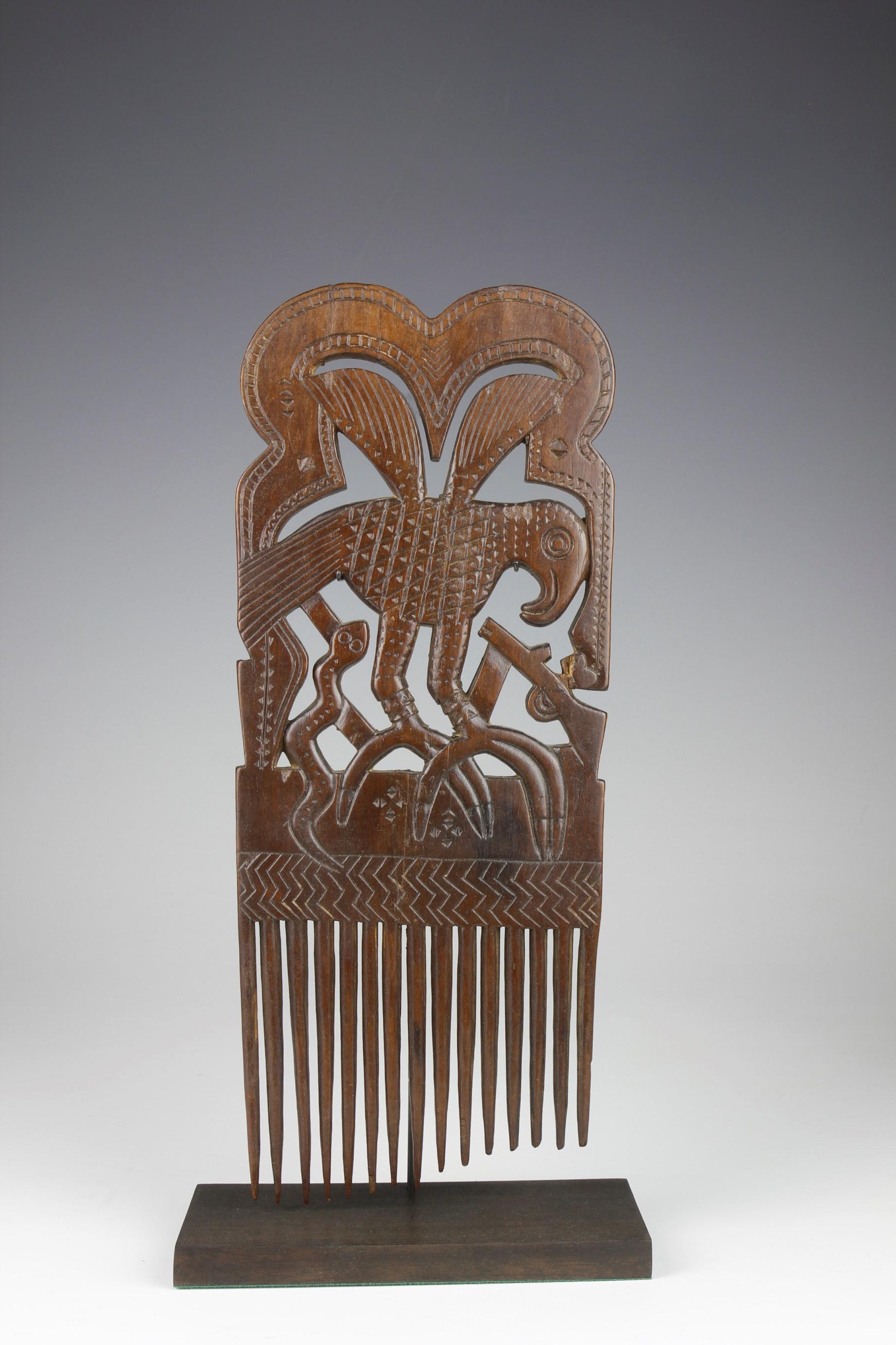 Fine Comb With Bird Decoration