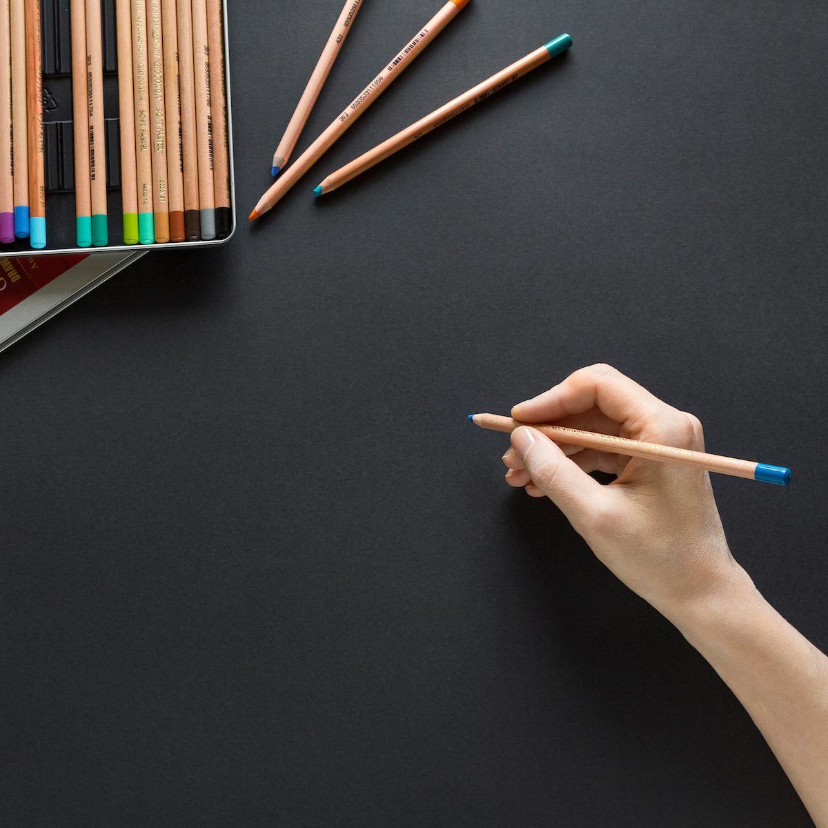 Hand med penna