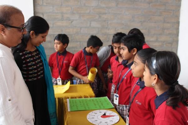 Students Greet Parents at Stalls