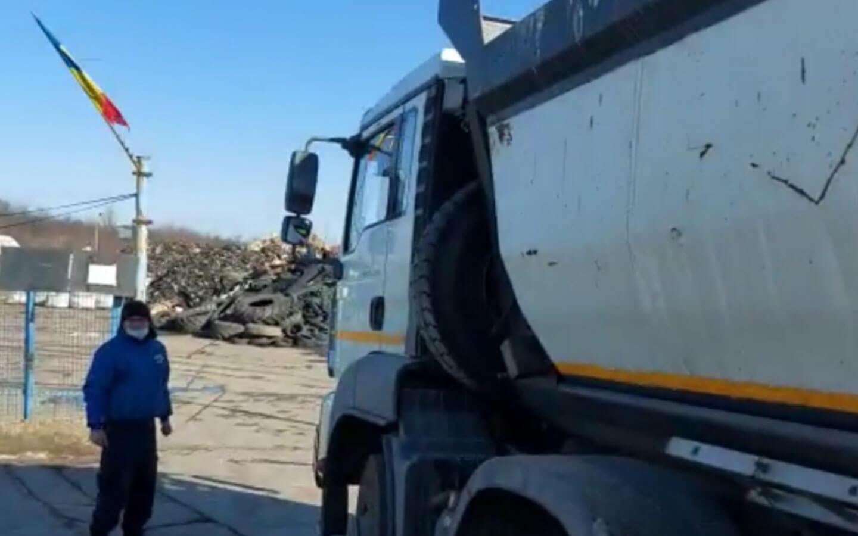 VIDEO. Primul camion confiscat în Capitală pentru că transporta deșeuri ilegal