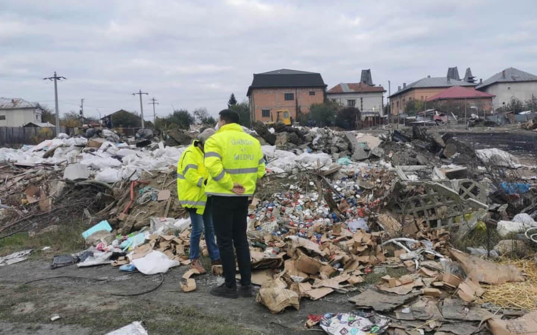 De la 1 februarie, cei care depozitează ilegal deșeuri în București vor fi amendați și vor rămâne fără autoturismul implicat în acțiunea ilegală