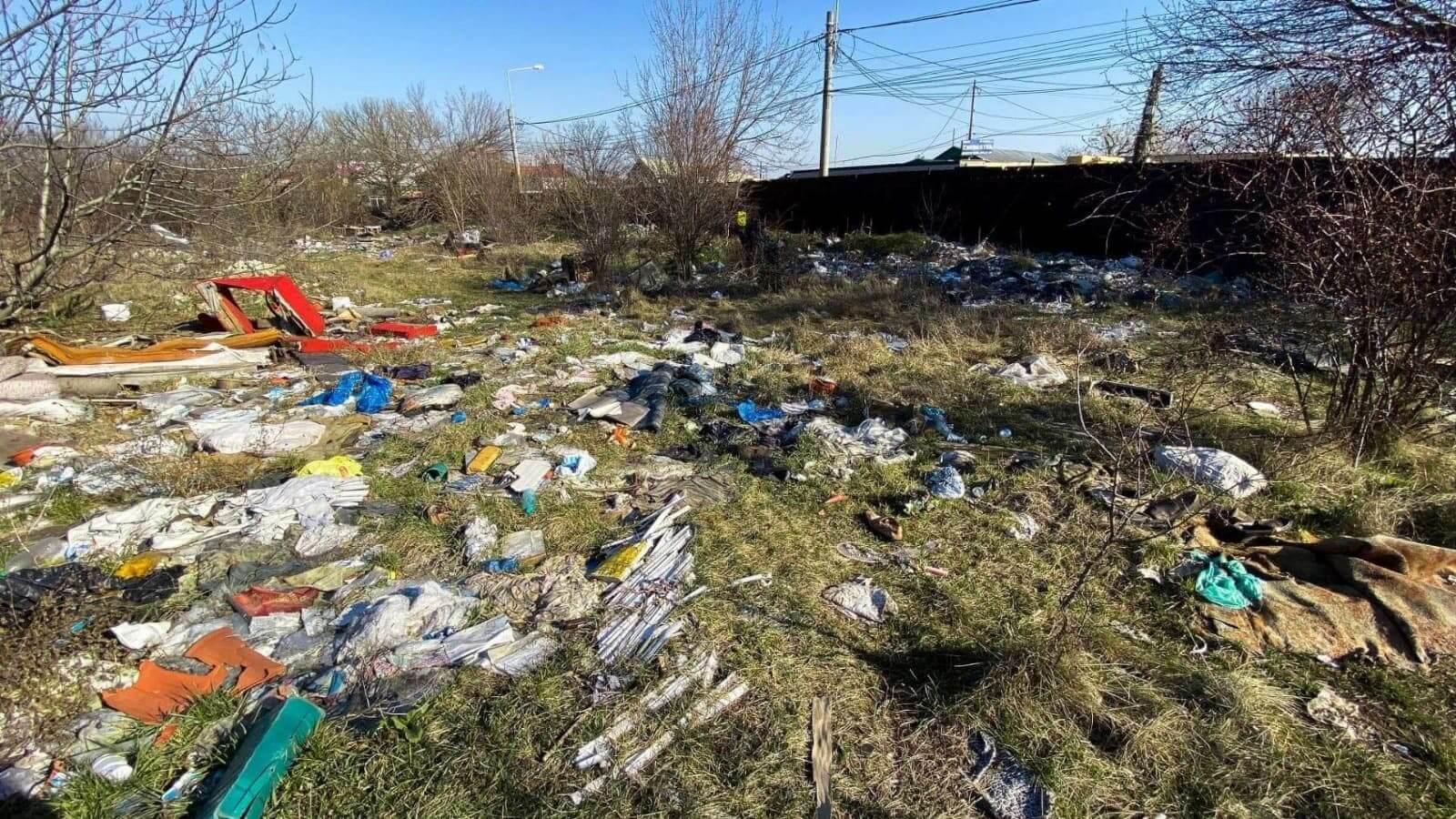 Cetățenii care văd un depozit ilegal de gunoi pot sesiza autoritățile de mediu