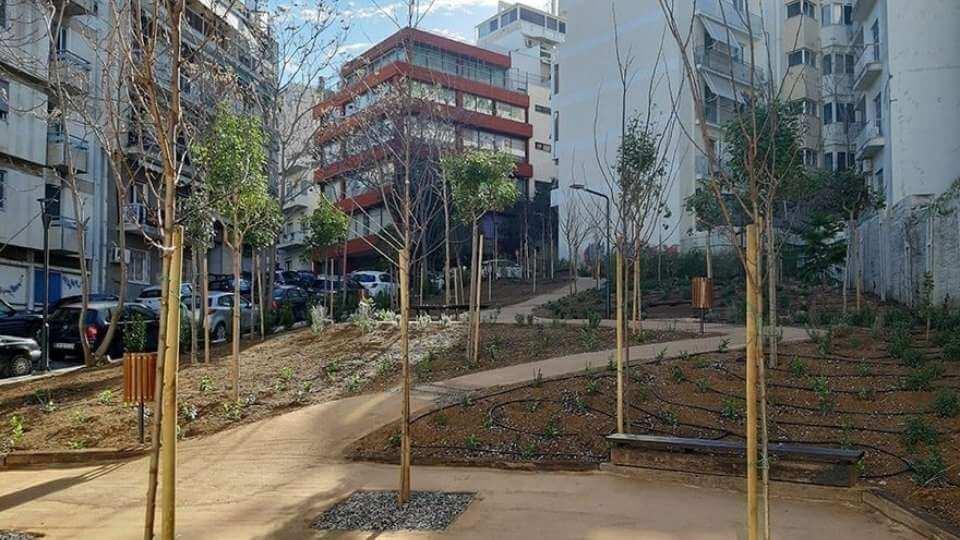 parc de buzunar construit intre blocuri in Grecia