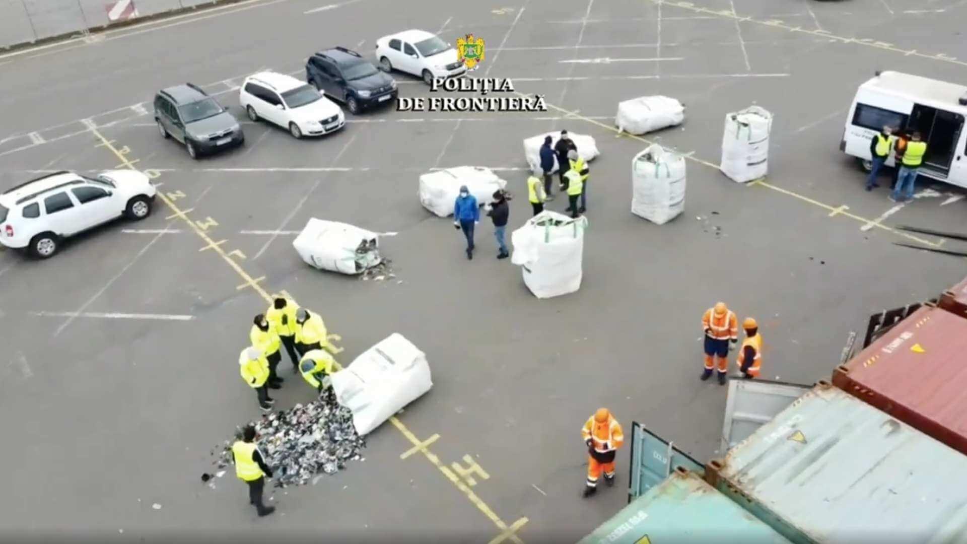 Containere încărcate cu deșeuri, depistate în Portul Constanţa Sud Agigea