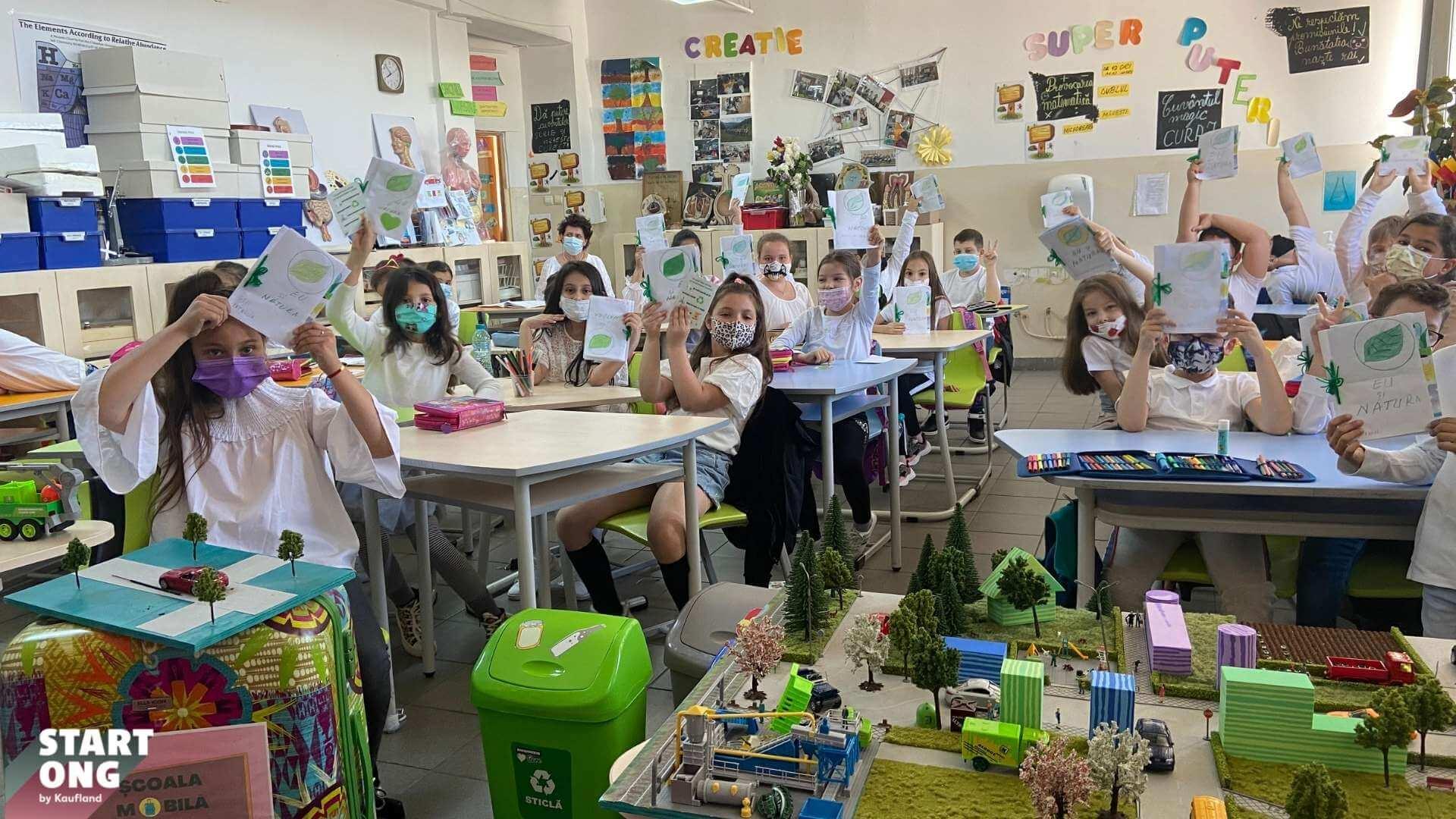 """Nature Talks a lansat """"Școala mobilă de mediu"""", programul de educație de mediu care încape într-o valiză"""