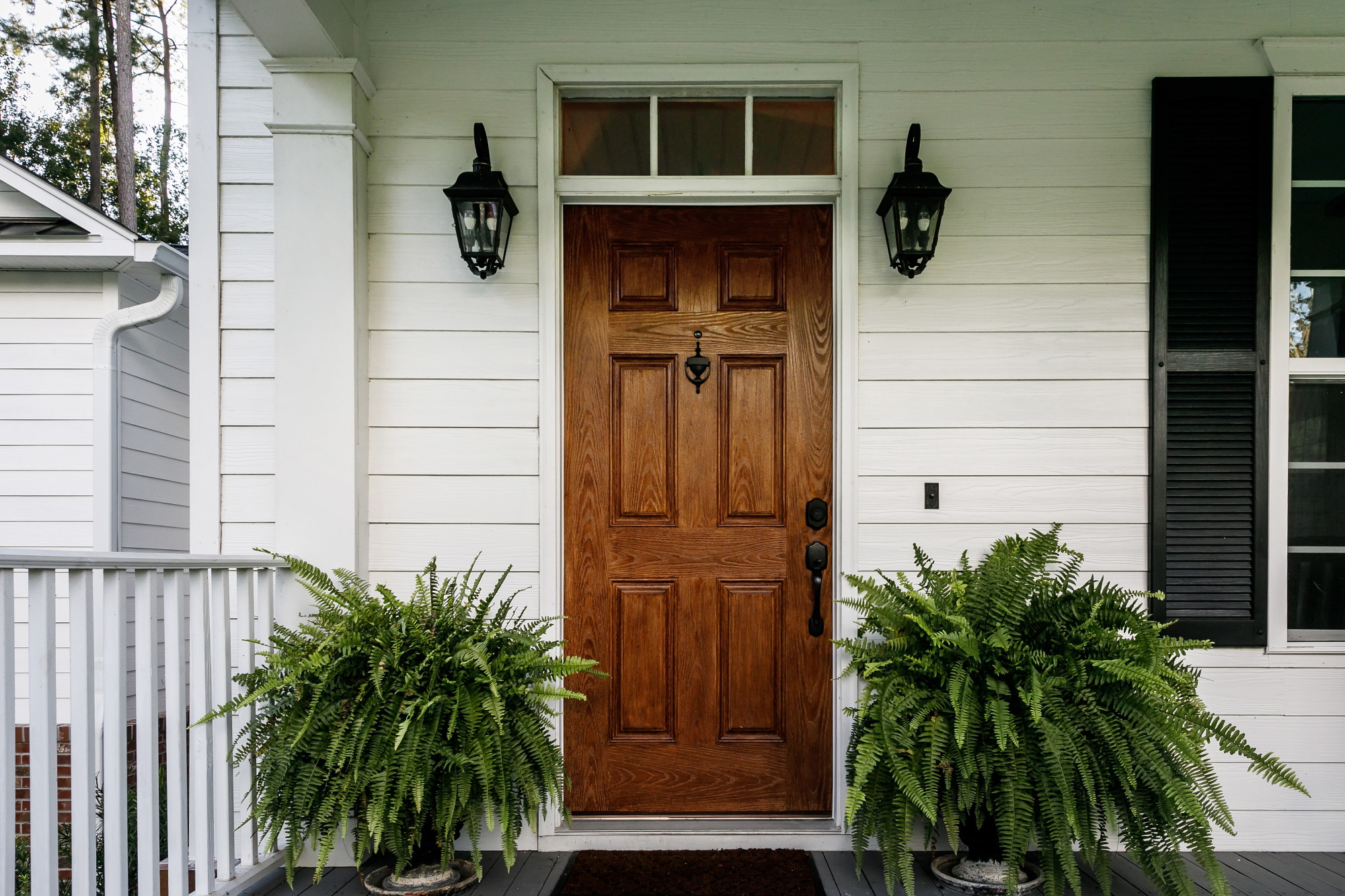 How to Hire a Door Contractor for Your Project