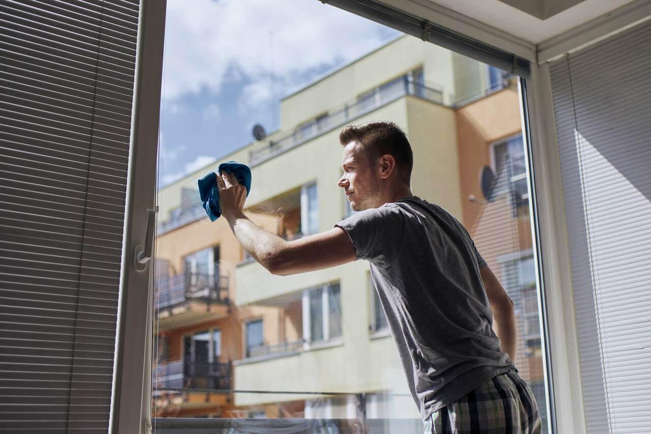 cleaning windows at home