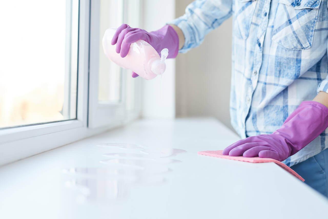 applying a mild fiberglass cleaner