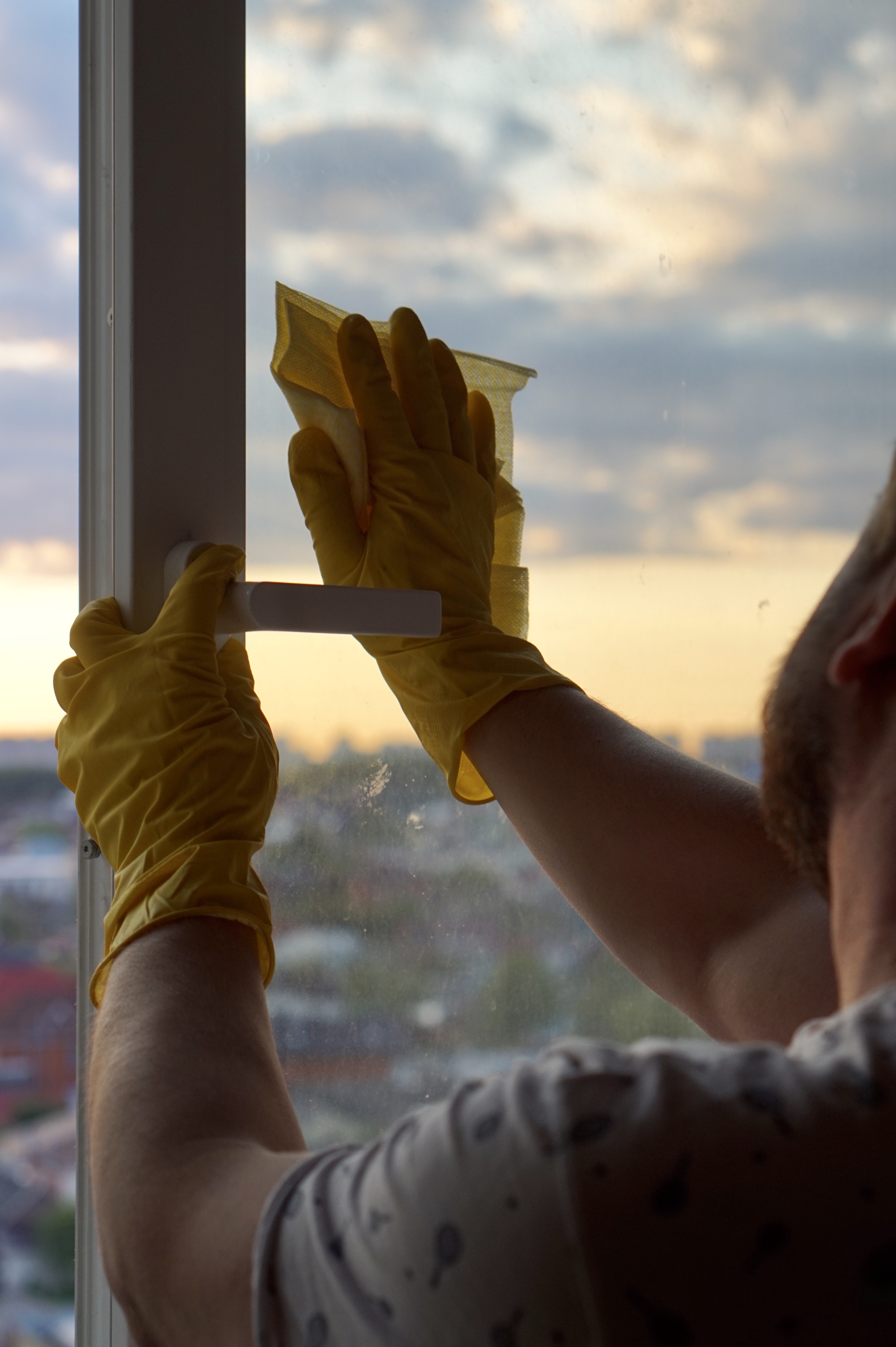 cleaning vinyl window panel and frame