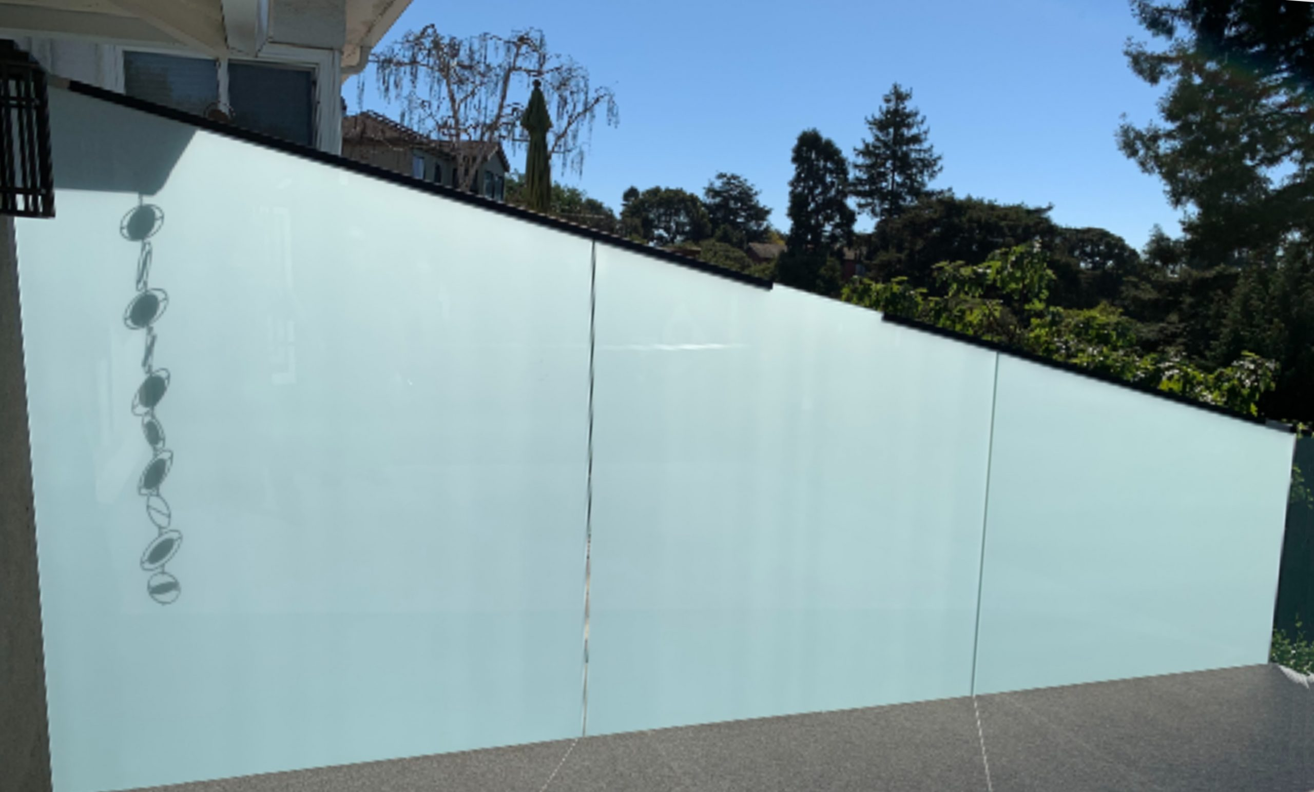Angled Exterior Glass Privacy Screen