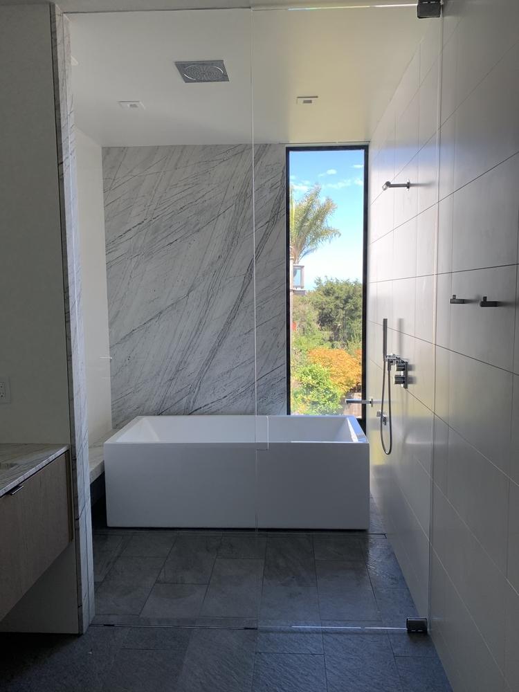 Hardware Free Hand Pull shower & Tub closure