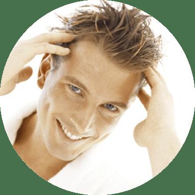 Uomo con capelli sintetici nido