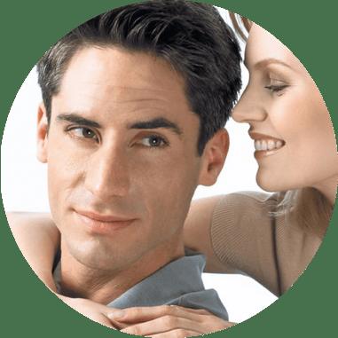 Uomo e donna con capelli sintetici