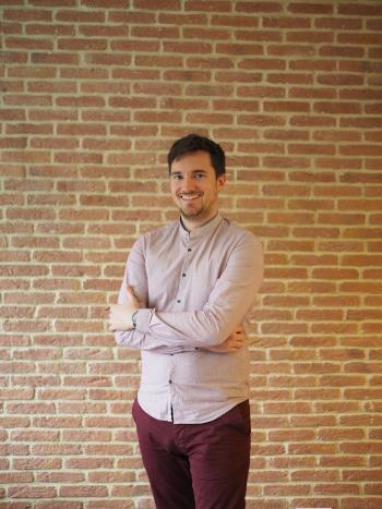 Erwan, office manager sérieux