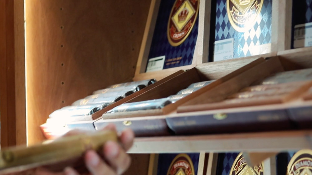 Selecting a Cigar from Cigar Life
