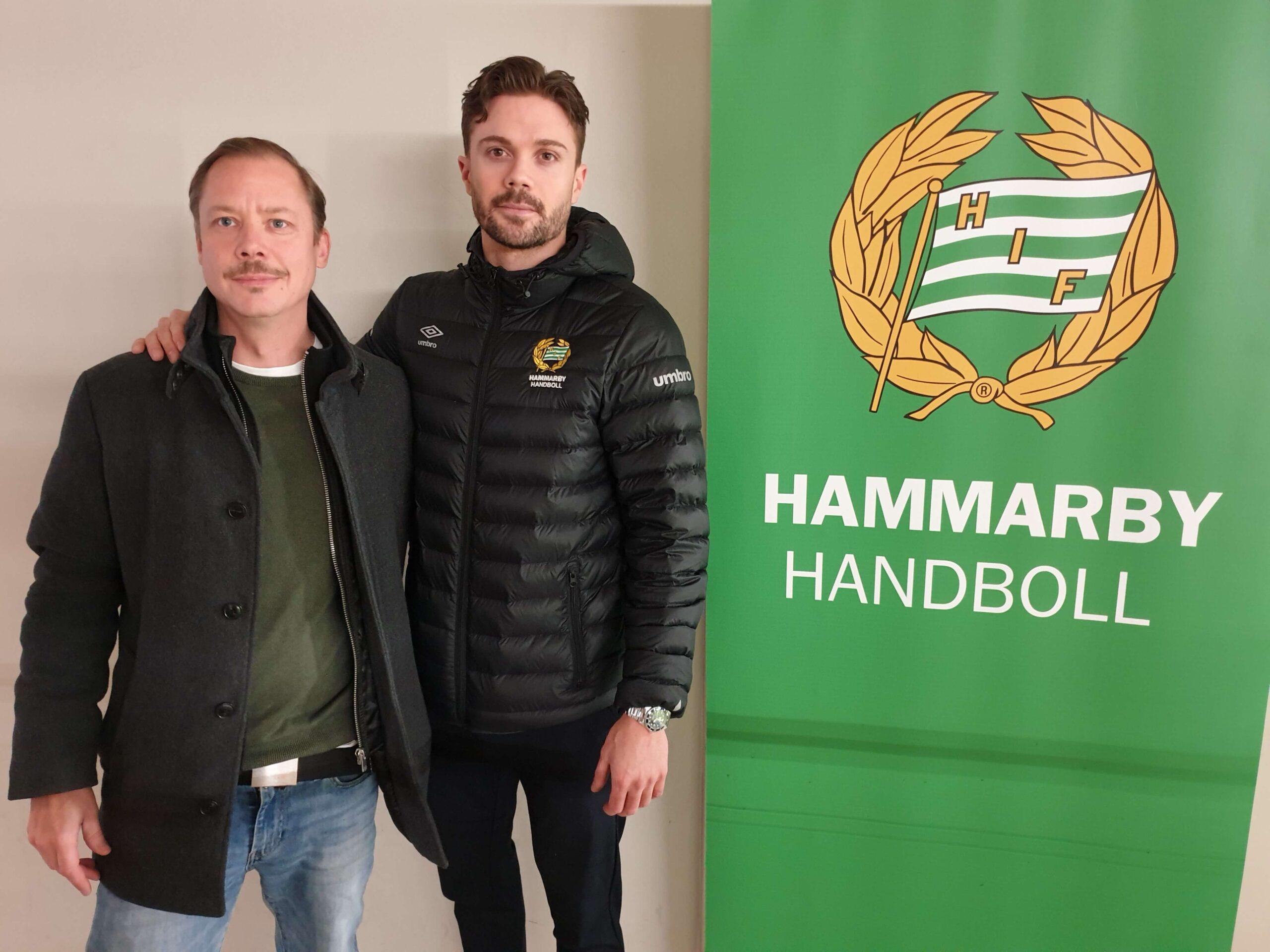 Stefan Berg diskuterar sponsring med Hammarby Handbolls målspottare Martin Dolk