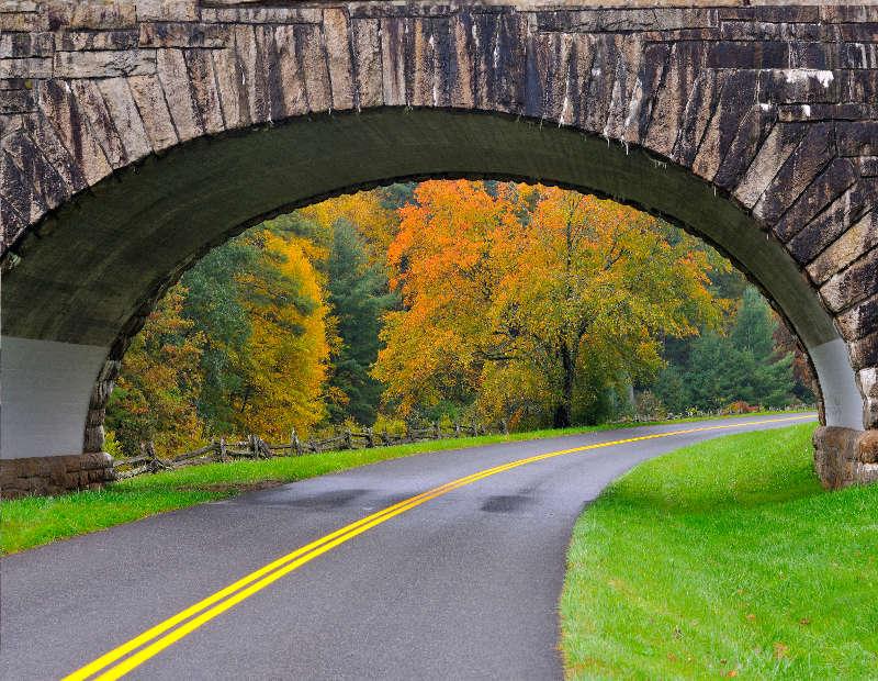 Weg onder brug