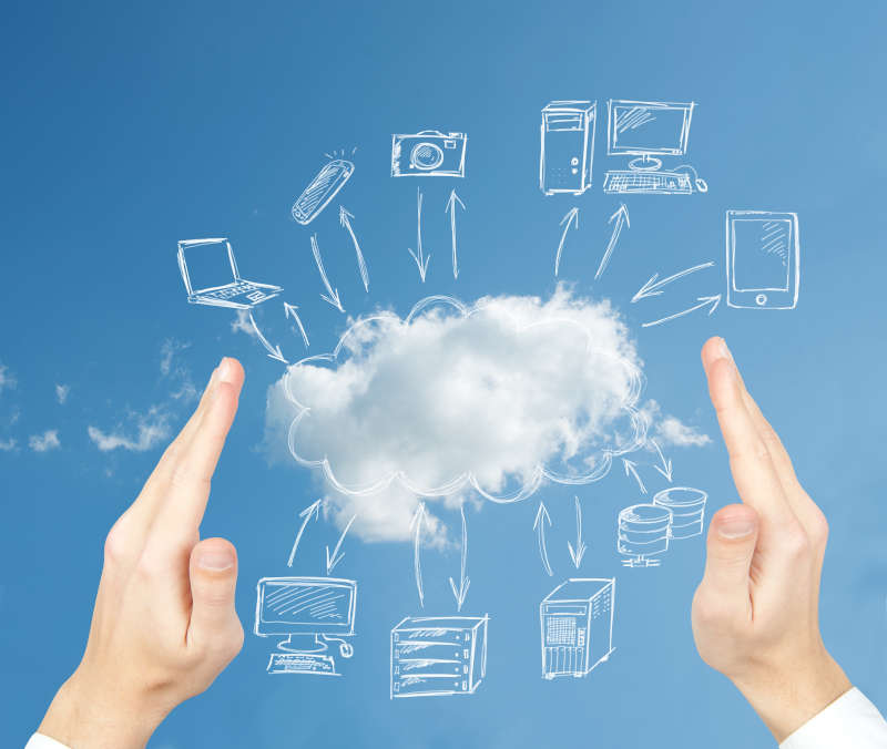 Hand die een wolk vast houdt met Cloud producten