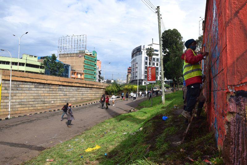 photo 2 of murals at nairobi globe roundabout