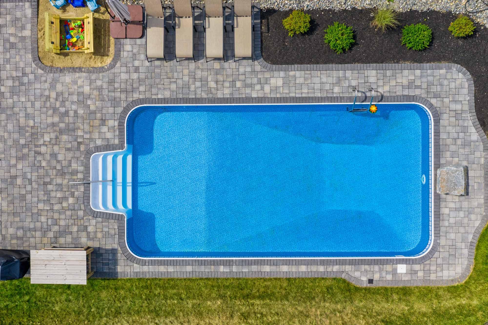 Pool & Entertainment