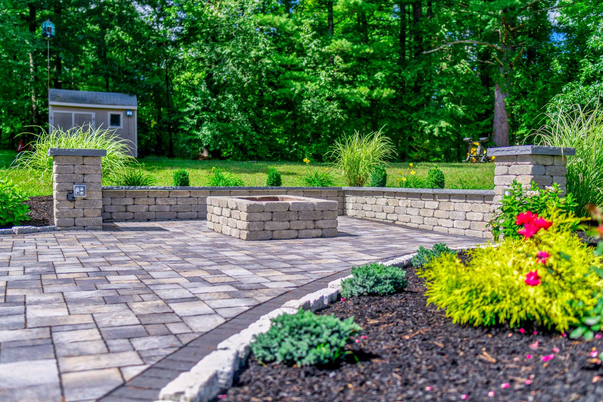 Firepit & Seating Wall