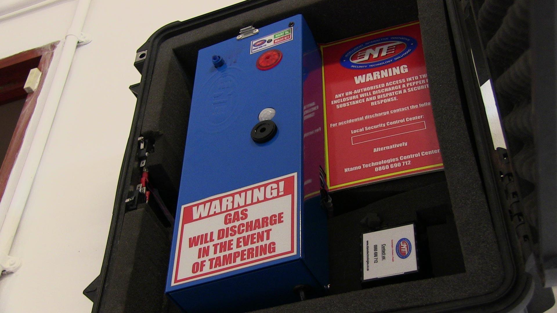 Pepper Gas Alarm, This Device sprays pepper gas or marking spray.