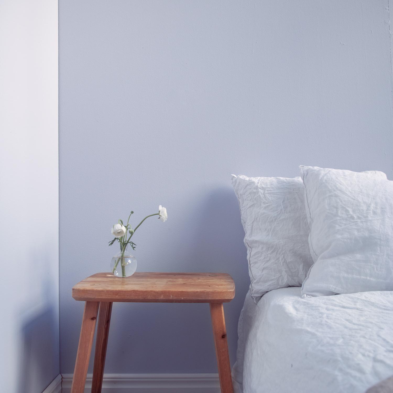 Inredningsbild med färgade väggar målade med Klints färger