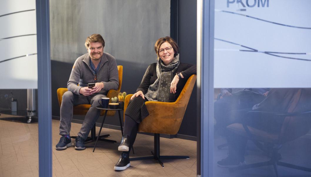 Torkil Marsdal Hanssen og Turid Hatling Finne ser fram mot nye 25 år i PKOM. Foto: Lykt Foto & Film.