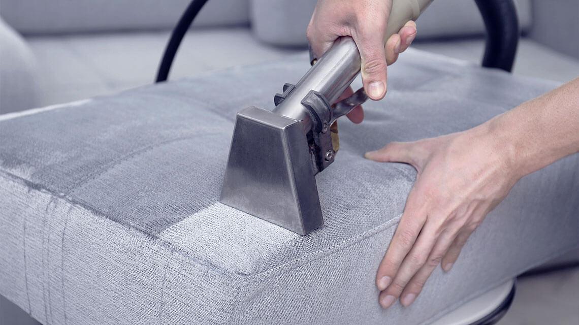 Textilien werden mit einem speziellen Verfahren gereinigt.
