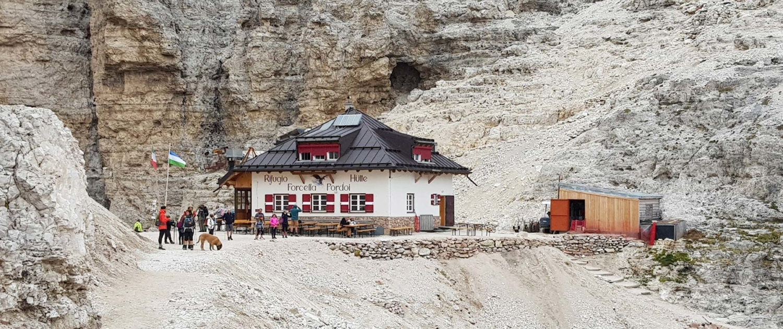 Unterwegs auf dem Dolomitenhöhenweg Nr. 2: Rifugio Forcella Pordoi