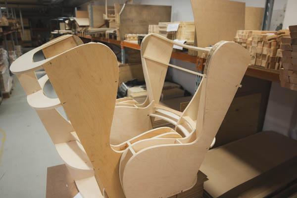 Treverk avdelingen, klargjort stol før trekking. Sitwell Fabrikken