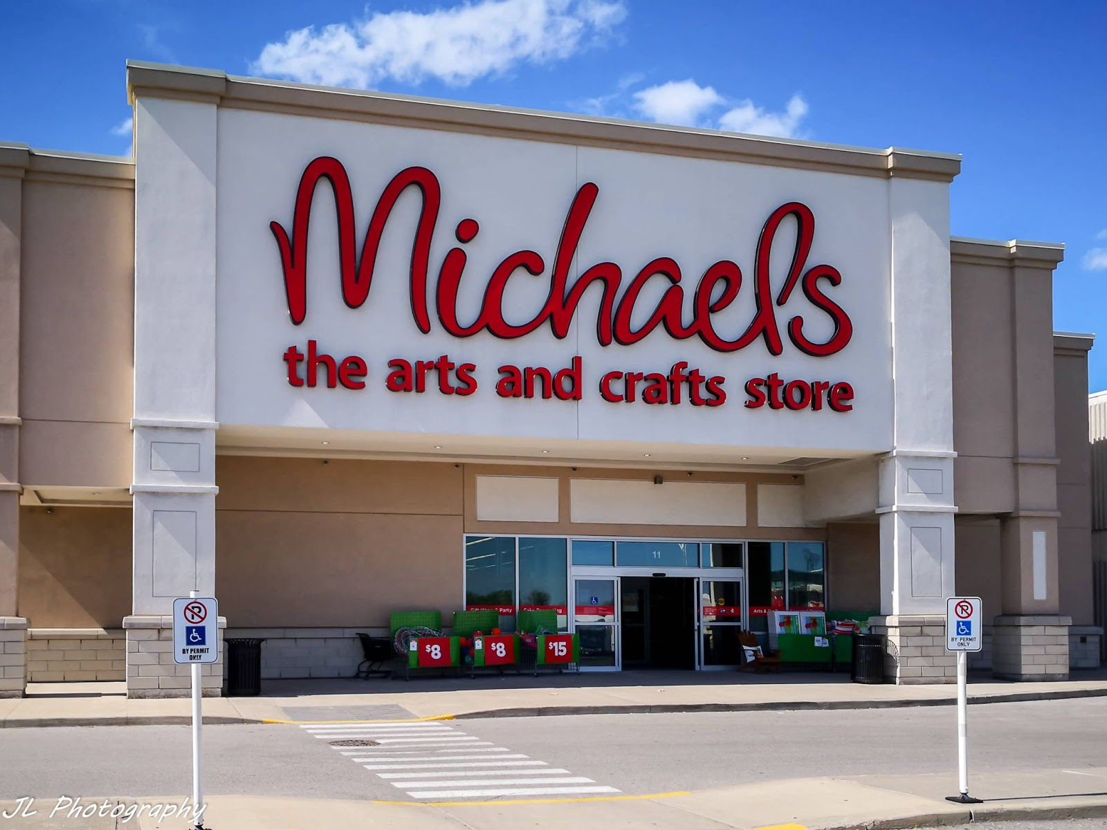 Michael's craft store front entrance