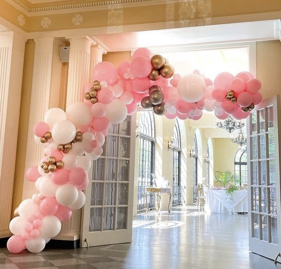 Balloon Garlands: Everything you Need to Know About This Poppin' Party Decoration