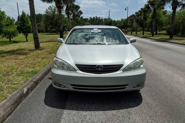 Front-view-of-the-2003-Camry