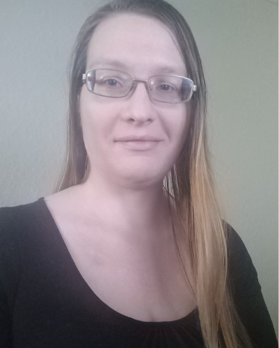 Photo of Laura E. Welch, a UX/UI designer located in Florida