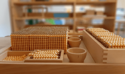 montessori matemaatikai gondolkodást fejlesztő játék