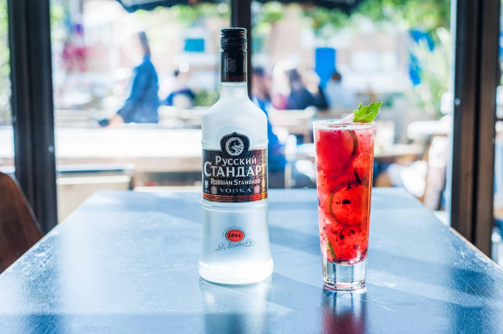 09062017-russian-standard-berry-mule-bouteille-v2