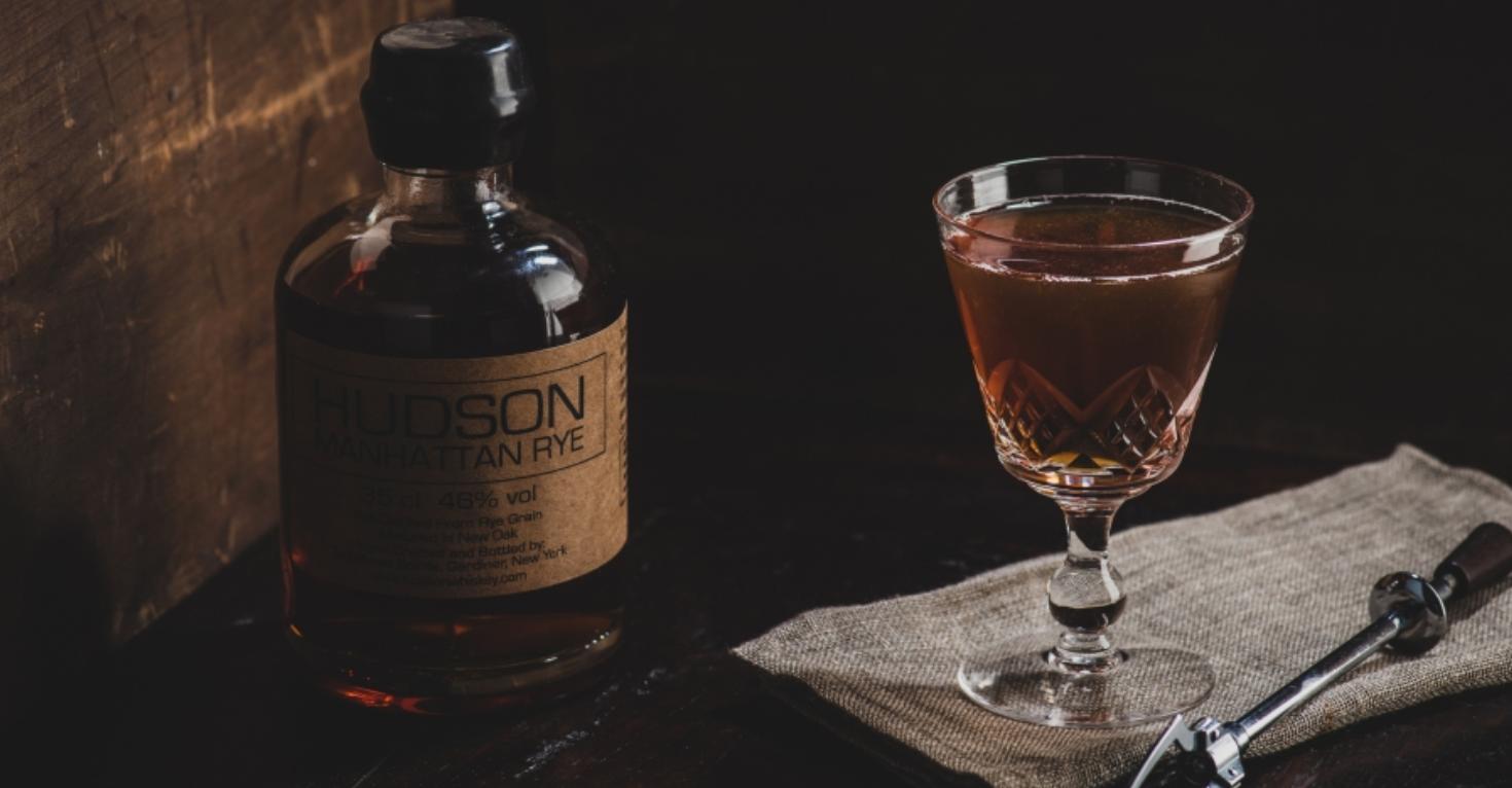 L'histoire du cocktail Manhattan et les astuces pour le réussir