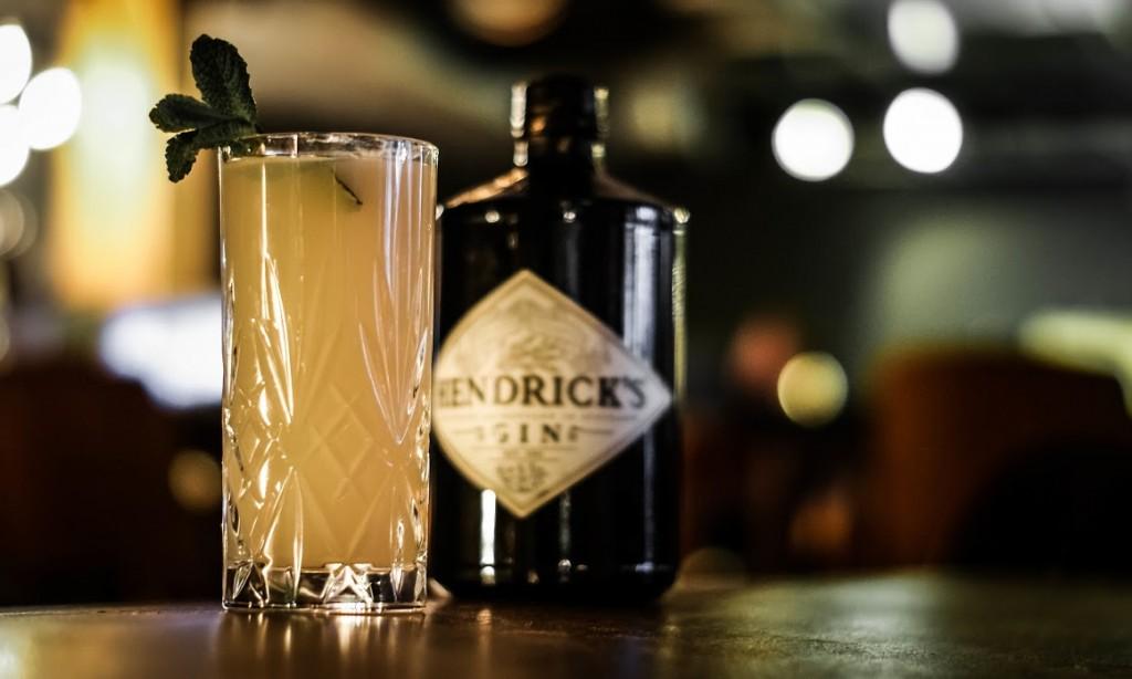 Bone shaker gin fizz