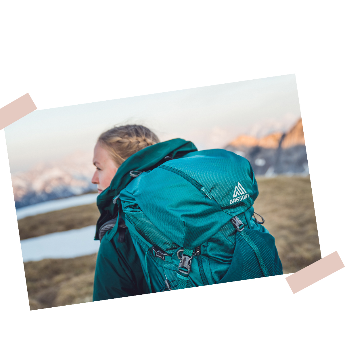 © Lukas Reumschüssel – girl with huge backpack in the mountains